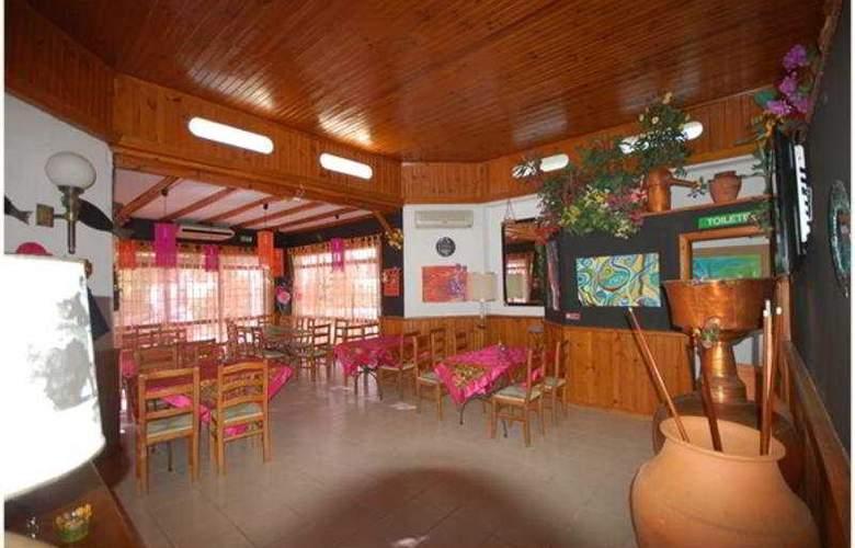 Apartamentos Honório - Bar - 6