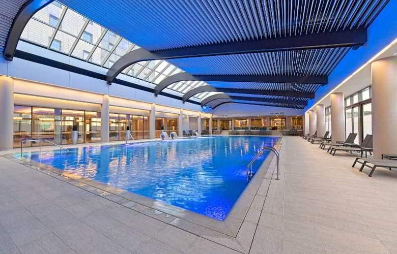 Ramada Plaza Bucharest - Pool - 8