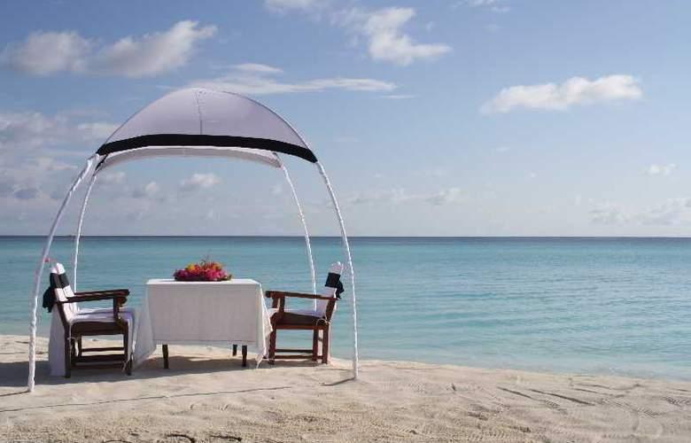 Palm Beach Resort & Spa Maldives - Sport - 51