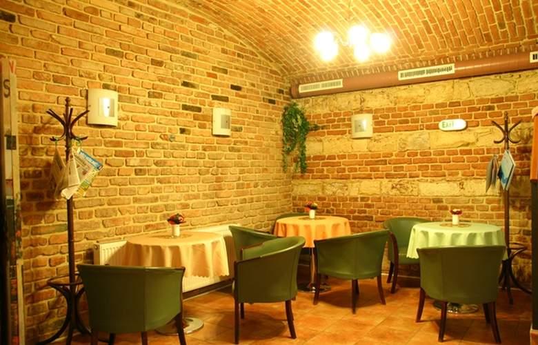 Alton Praga - Restaurant - 11