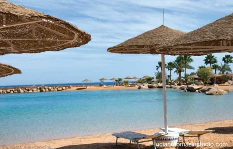 Domina Coral Bay Kings Lakes - Beach - 3