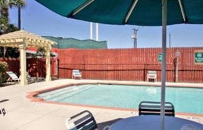La Quinta Inn San Antonio South - Pool - 7