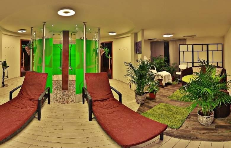 GreenYacht Prague Hotel - Sport - 9