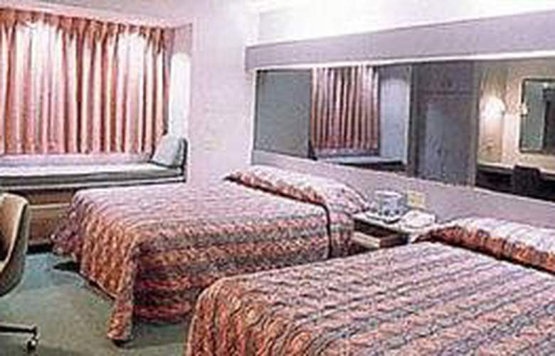 Microtel Inn and Suites - Room - 3