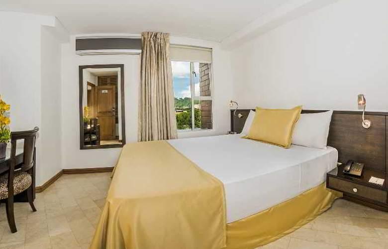 Egina Medellin - Room - 20