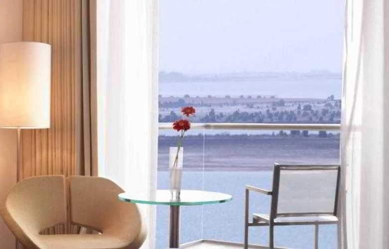Park Inn Abu Dhabi - Terrace - 6