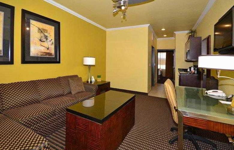 Best Western Plus Christopher Inn & Suites - Hotel - 41