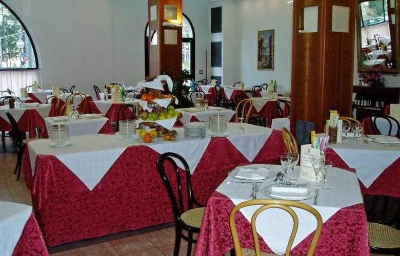 Salus Hotel - Restaurant - 2