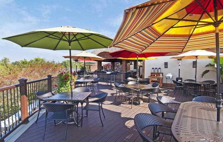 Best Western Plus White Bear Country Inn - Hotel - 26