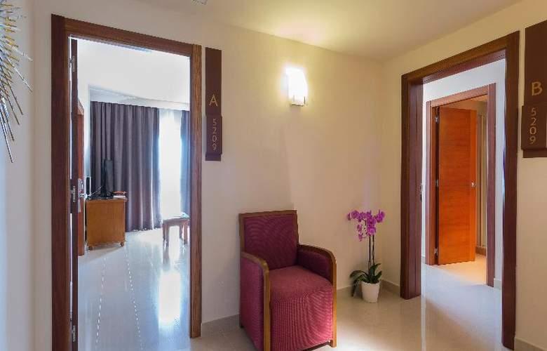 Grand Palladium Palace Ibiza Resort & Spa - Restaurant - 29