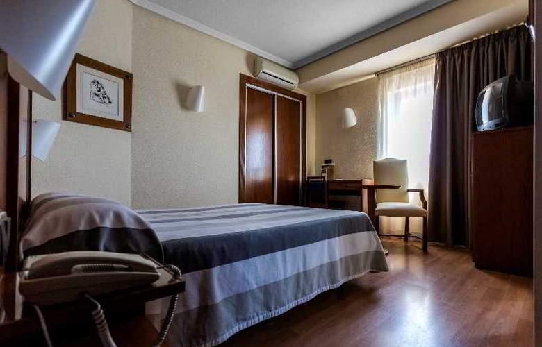 Apartamentos Torreluz - Room - 4