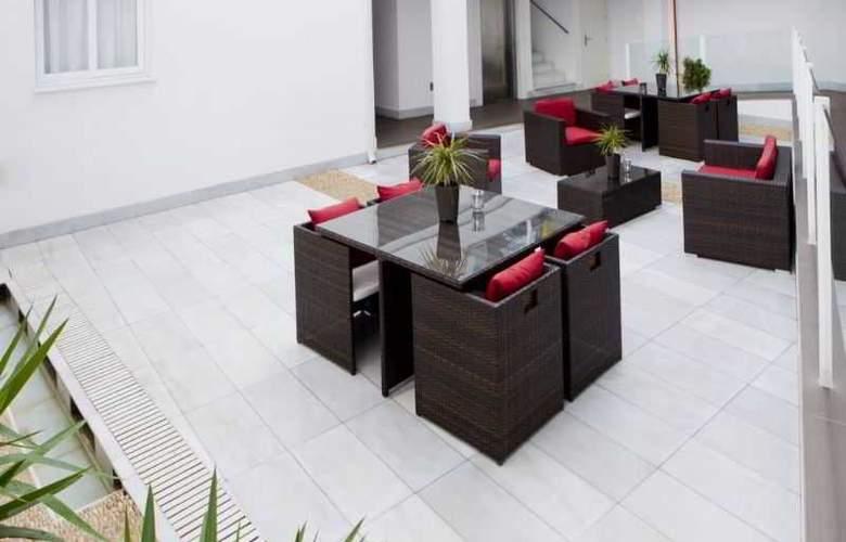 La Boutique Puerta Osario - Terrace - 45