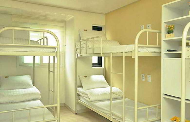 Yellow Brick Hotel 1 - Room - 9