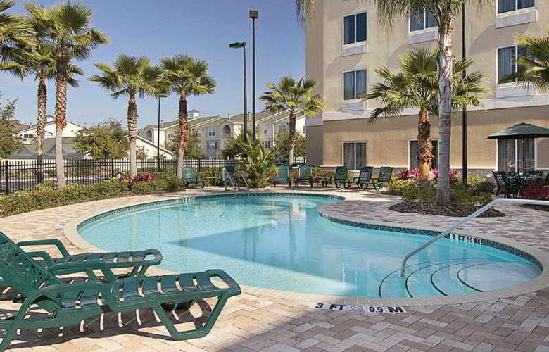 Holiday Inn Express & Suites Tampa - Pool - 4