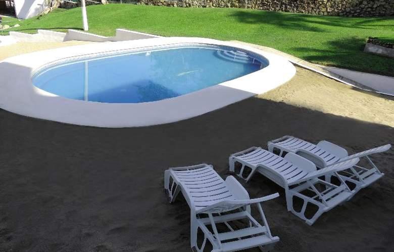 Majestic Acapulco - Pool - 13