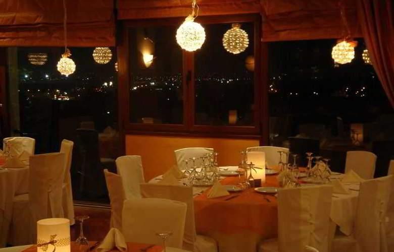 Ambassador Hotel - Restaurant - 22
