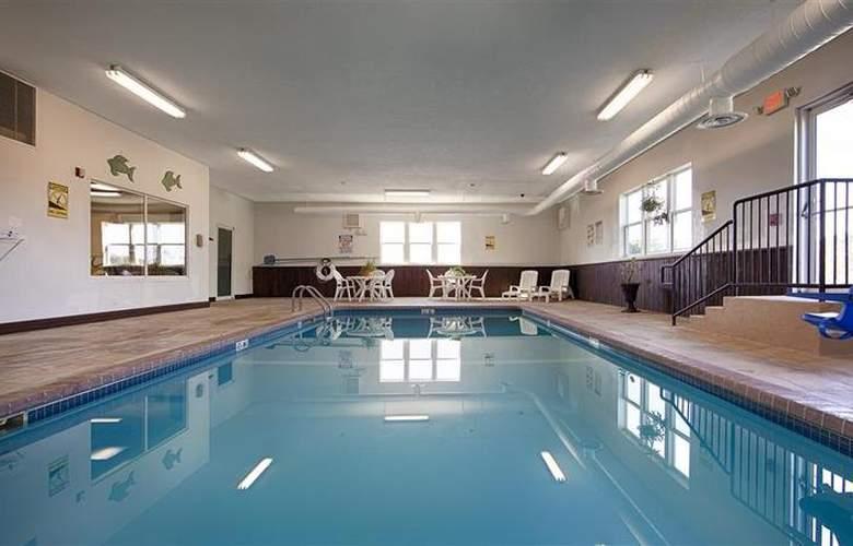 Best Western Teal Lake Inn - Pool - 42