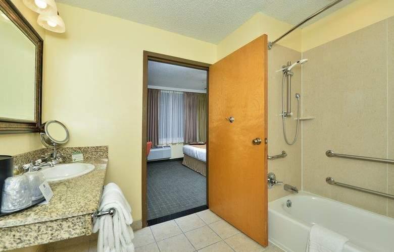 Best Western Plus St. Charles Inn - Room - 61