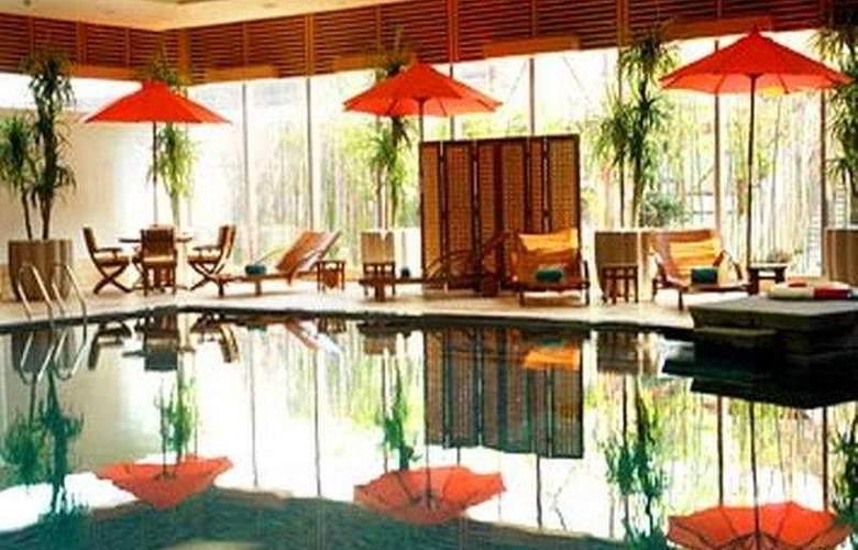 Renaissance Wuhan - Pool - 6