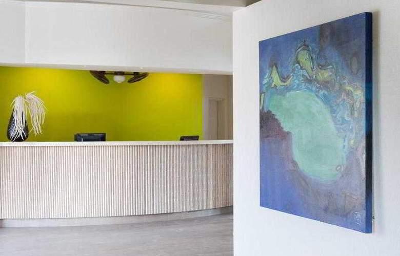 Comfort Inn & Suites Market Center - Hotel - 1