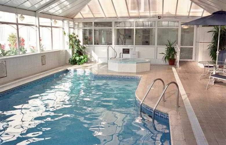 The Monterey - Pool - 6