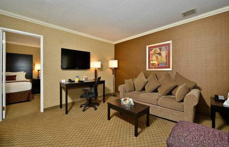 Best Western Plus Inn Suites Yuma Mall - Hotel - 9