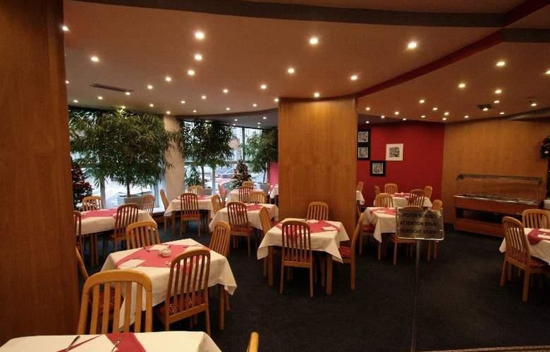 Luxury Family Hotel Bílá Labut - Restaurant - 7