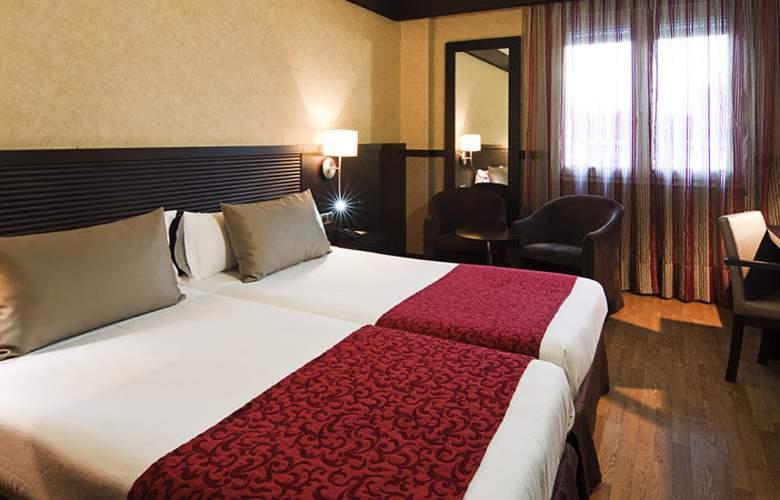 Catalonia Santa Justa - Room - 4
