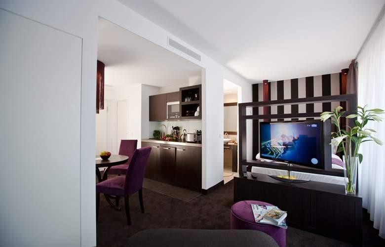 Goodman's Living - Room - 5