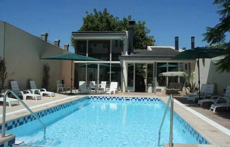 Provincial - Pool - 4