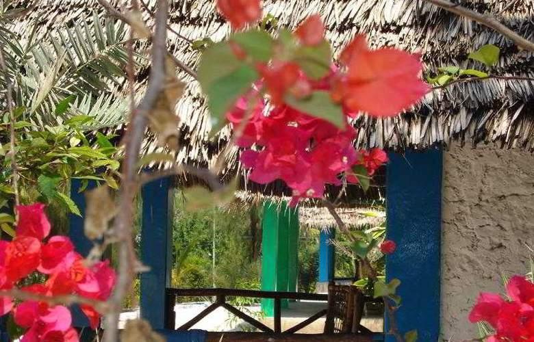 Twisted Palms Lodge & Restaurant - Room - 1