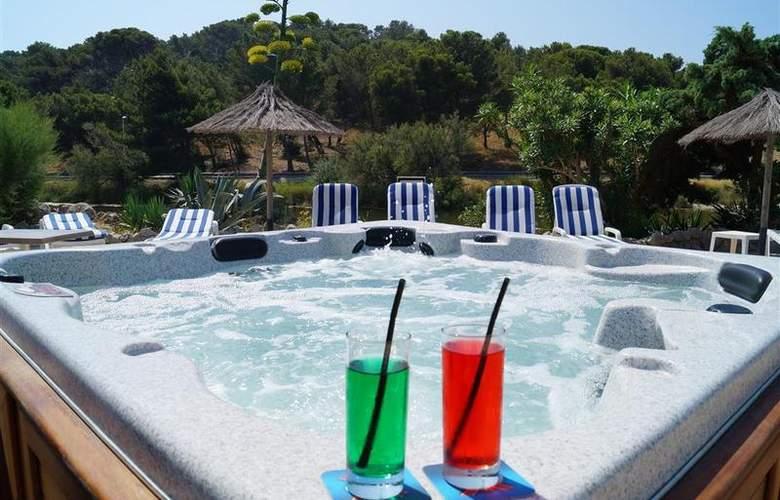 Best Western Du Casino Le Phoebus - Pool - 1