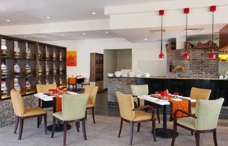Holiday Inn Melaka - Restaurant - 5