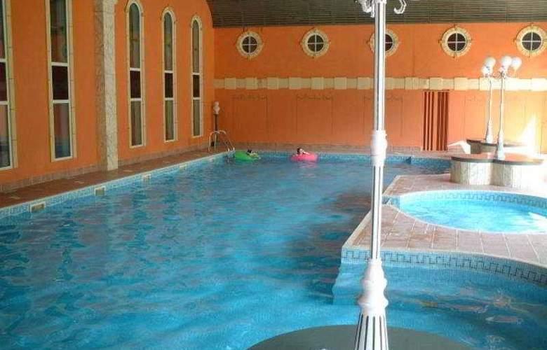 Deerpark Hotel Golf & Spa - Pool - 4