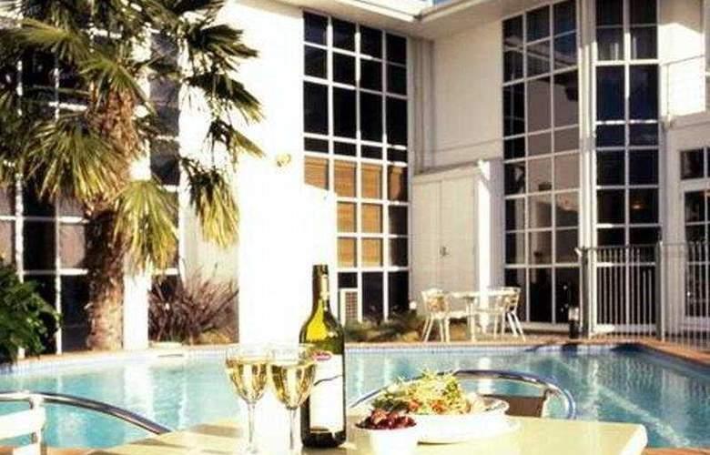 Quality Hotel Cargills - Pool - 3