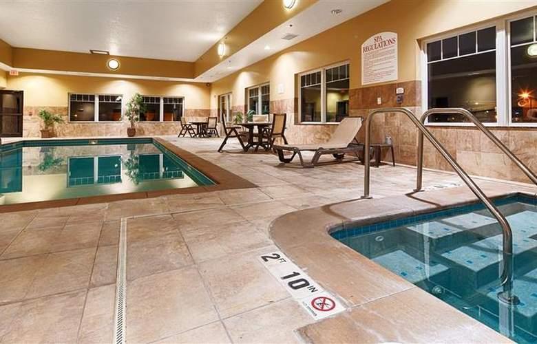 Best Western Plus Grand Island Inn & Suites - Pool - 52