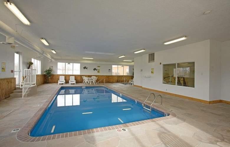 Best Western Teal Lake Inn - Pool - 41