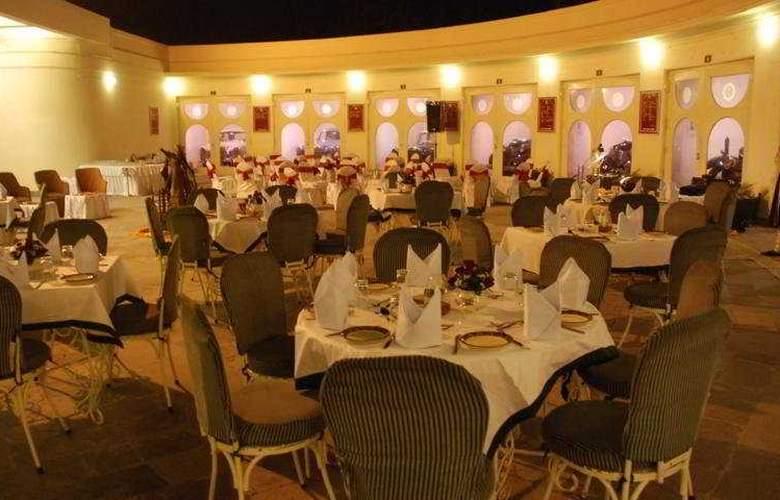 Garden Hotel - Restaurant - 7