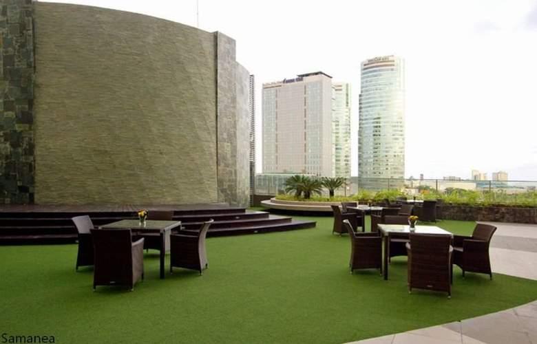 Acacia Hotel Manila - Terrace - 10