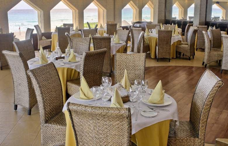 Golden Parnassus Resort & Spa All Inclusive - Restaurant - 25