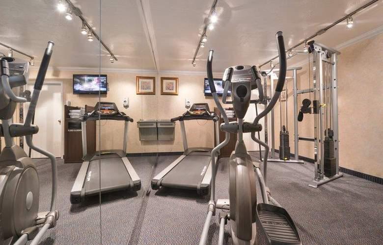 Best Western Plus Innsuites Phoenix Hotel & Suites - Sport - 91