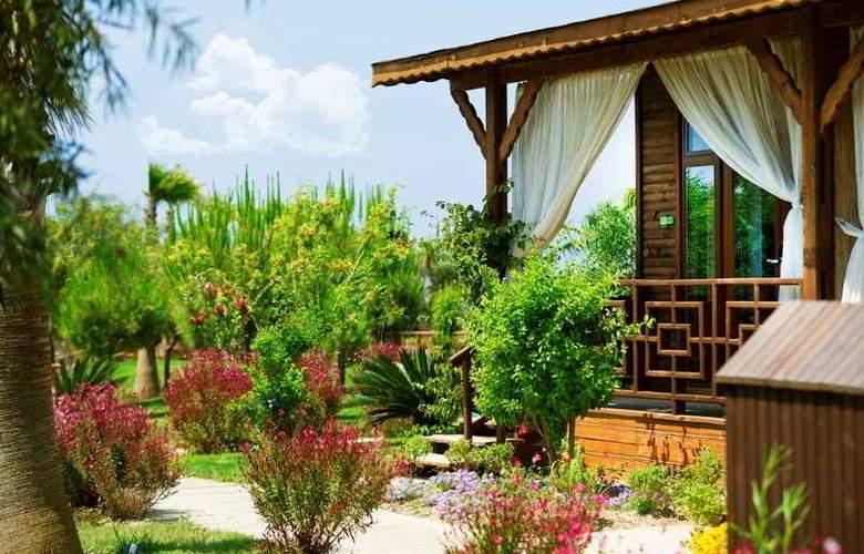 Flora Garden Beach Club - Hotel - 14
