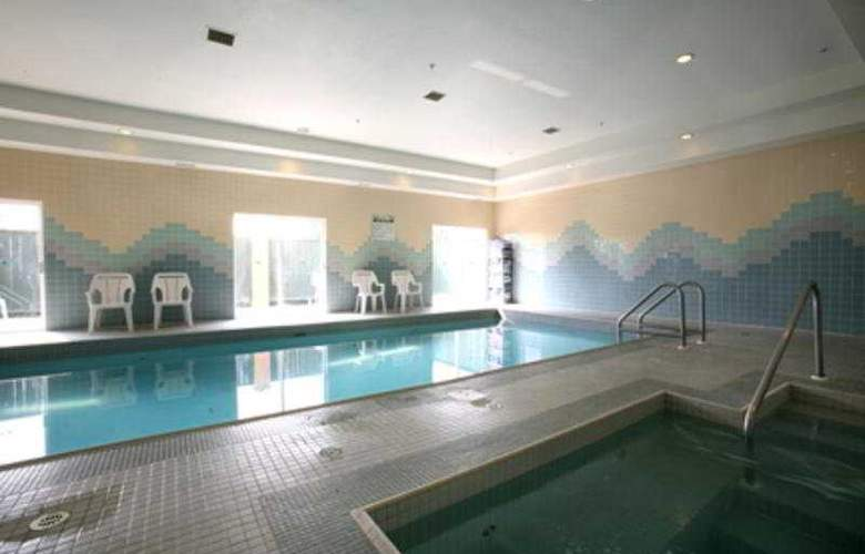 Sandman Hotel Red Deer - Pool - 3