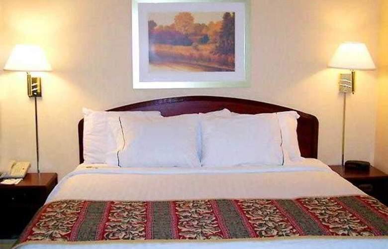Courtyard Bentonville - Hotel - 3