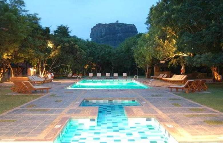Sigiriya - Pool - 1