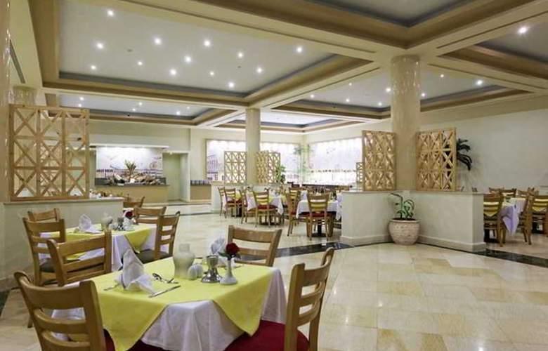 Three Corners Sea Beach Resort - Restaurant - 42