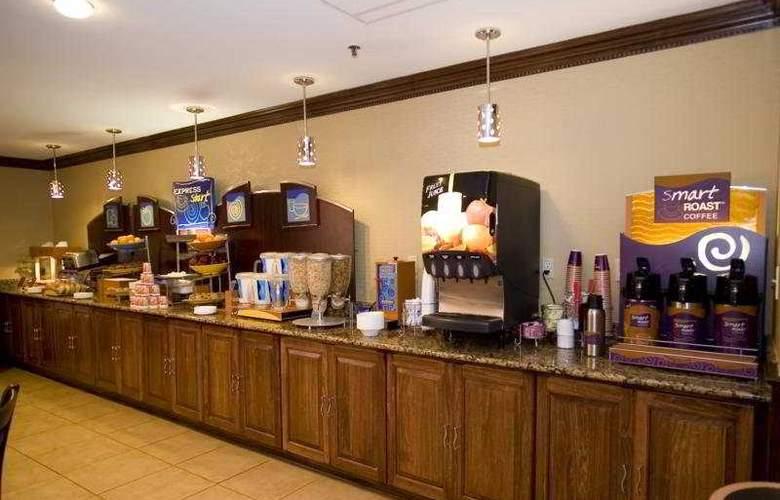 Holiday Inn Express Washington DC East-Andrews AFB - Bar - 4