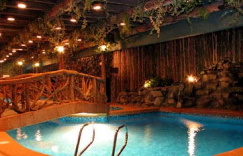 Crown Regency Residences Cebu City - Pool - 5
