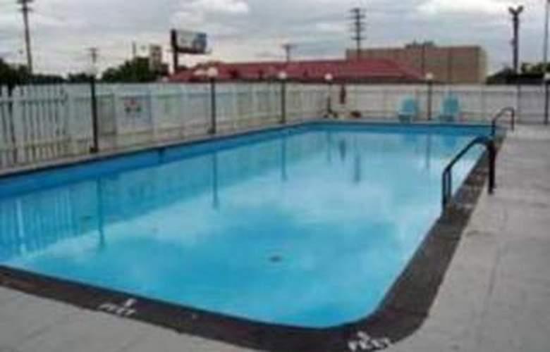 Rodeway Inn Central - Pool - 4
