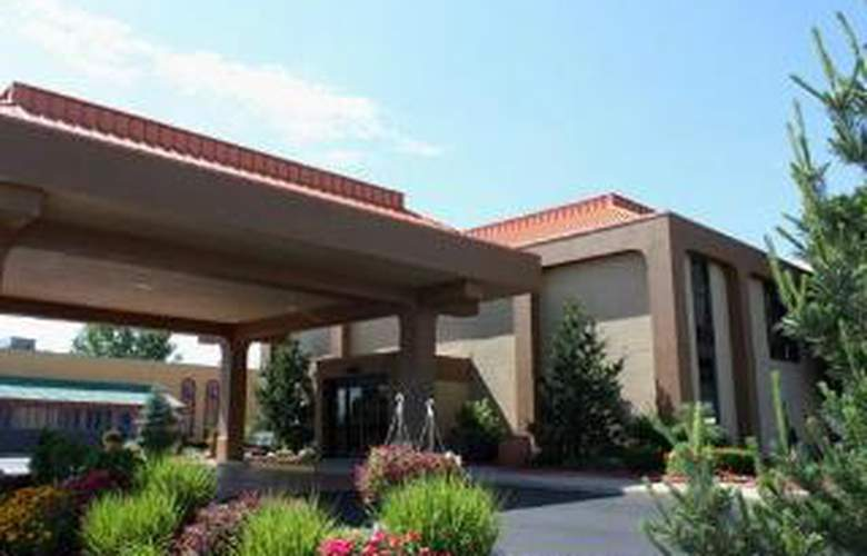 Clarion Inn & Suites Airport - General - 2